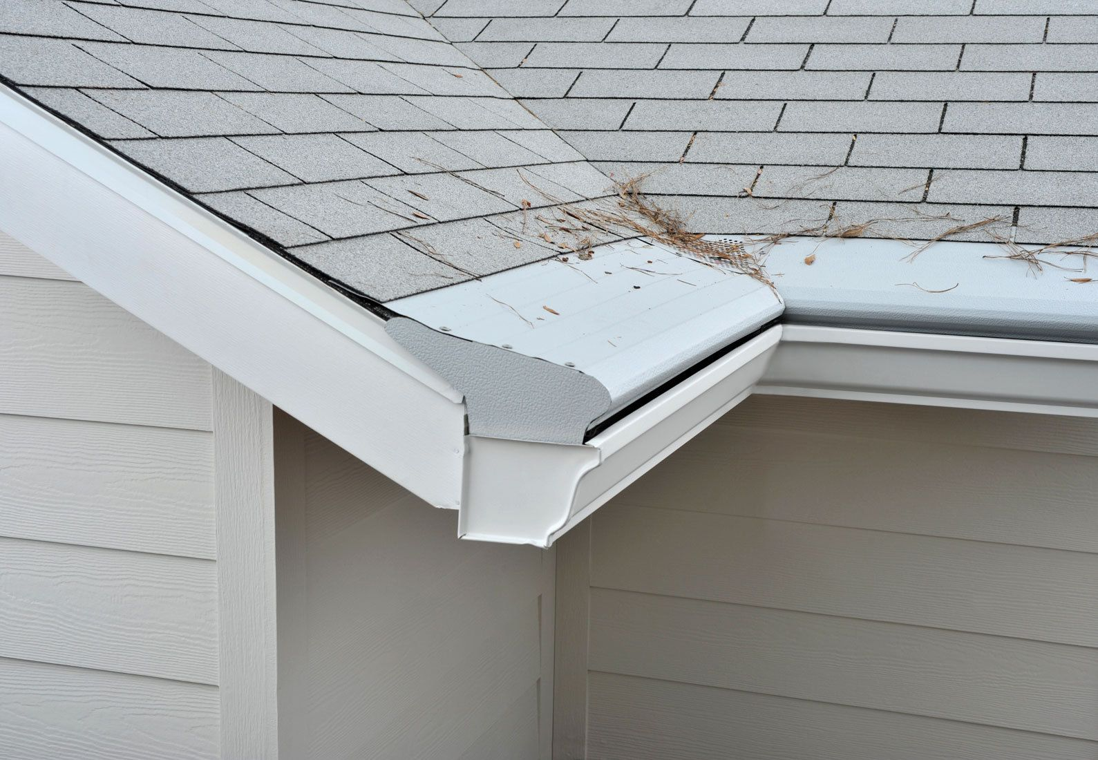Interior Gutter Protection With Tile Roofs And White Fiber And Gutter With A Cover To Avoid Clogging Gutters And Gutter Protection Gutter Guard Gutter Helmet