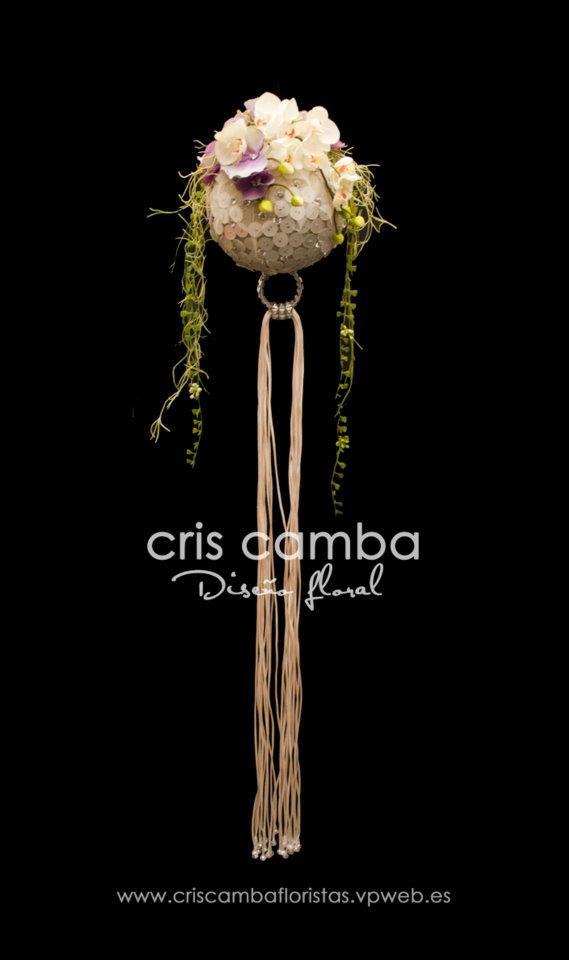 Unique bridal ball bouquet. See more at: criscambafloristas.vpweb.es