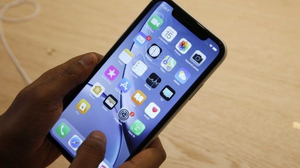 Apple's iPhone XR is winning over Android users report