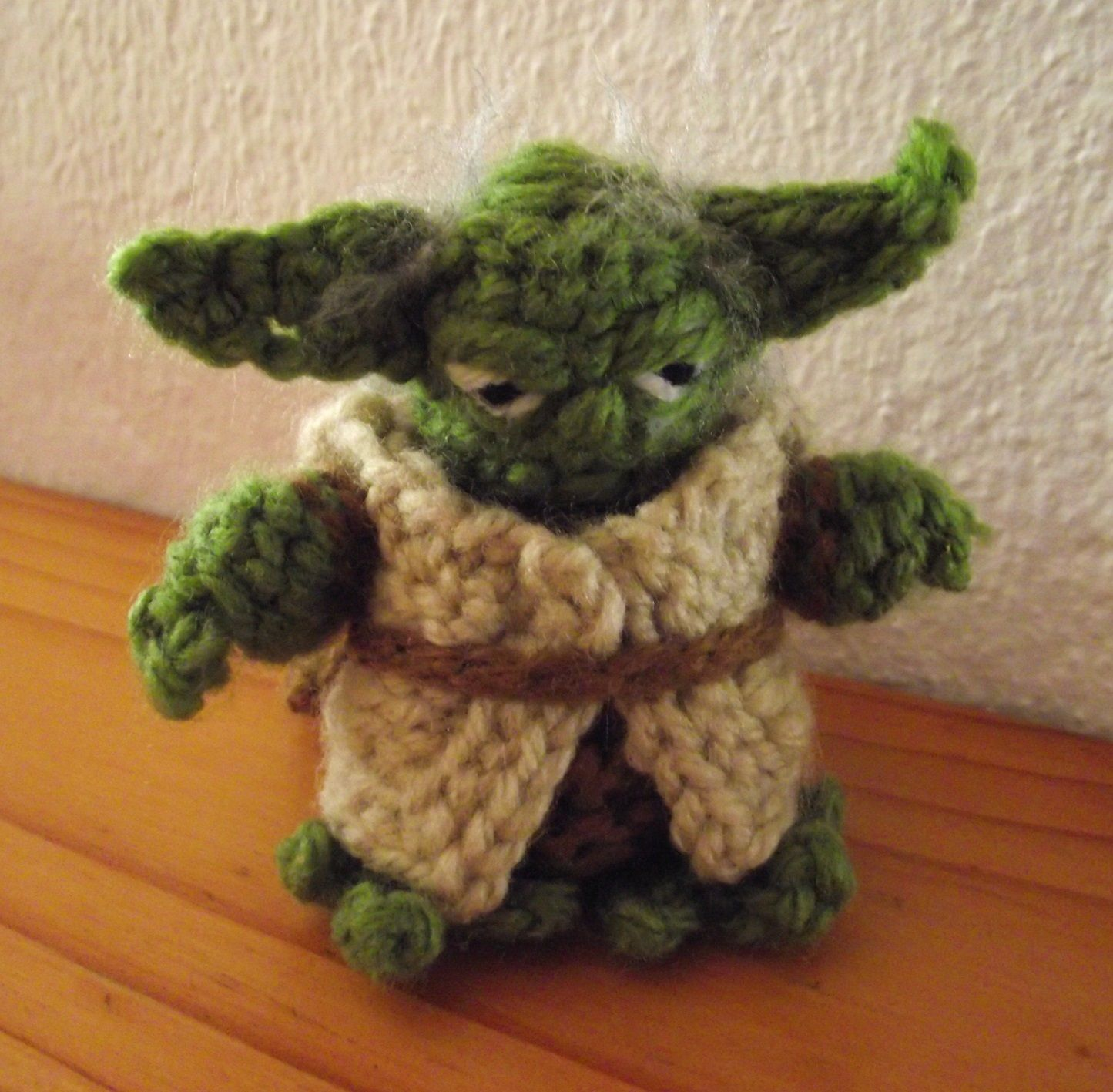 Crochet Yoda from Star Wars. Adapted from www.happytogethercreates ...