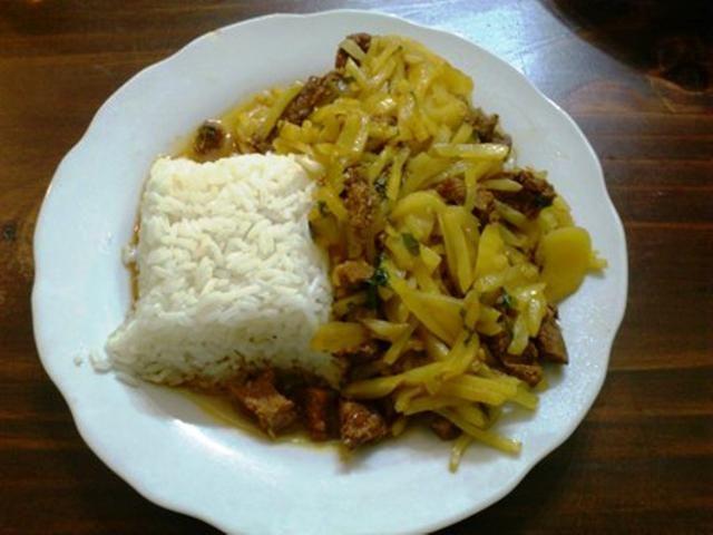 Este sabroso potaje tiene 2 ingredientes netamente peruanos: el olluco y el charqui