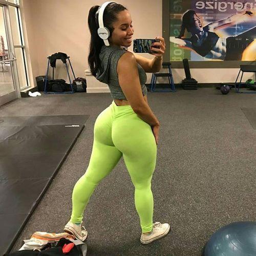Big black booty in yoga pants