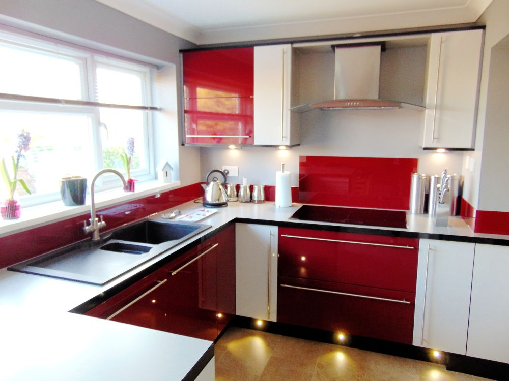 Ordinaire Red Kitchen With Red Gloss Cabinets, Combined With White And Grey And A Red  Splashback