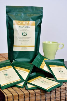50 Tassen Vielfalt – mit den 10 losen Teesorten können Teeliebhaber sich durch verschiedene schwarze, grüne, und weiße Tees direkt von den Plantagen Indiens kommend, probieren.