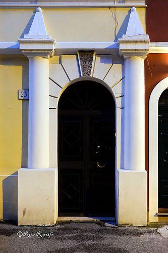 En güzel dekorasyon paylaşımları için Kadinika.com #kadinika #dekorasyon #decoration #woman #women Roma. Pigneto. Door
