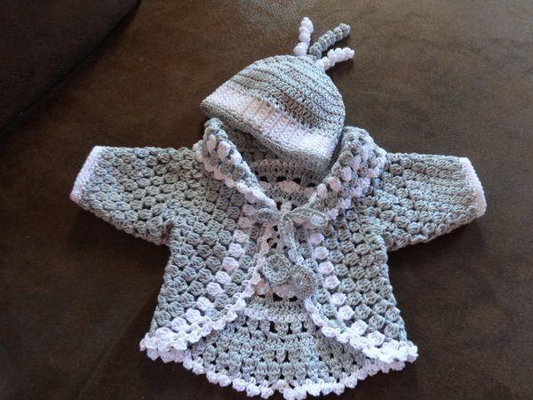 Schöne Übergangsjacke für ein Puppenkind mit passender Mütze. Diese ...