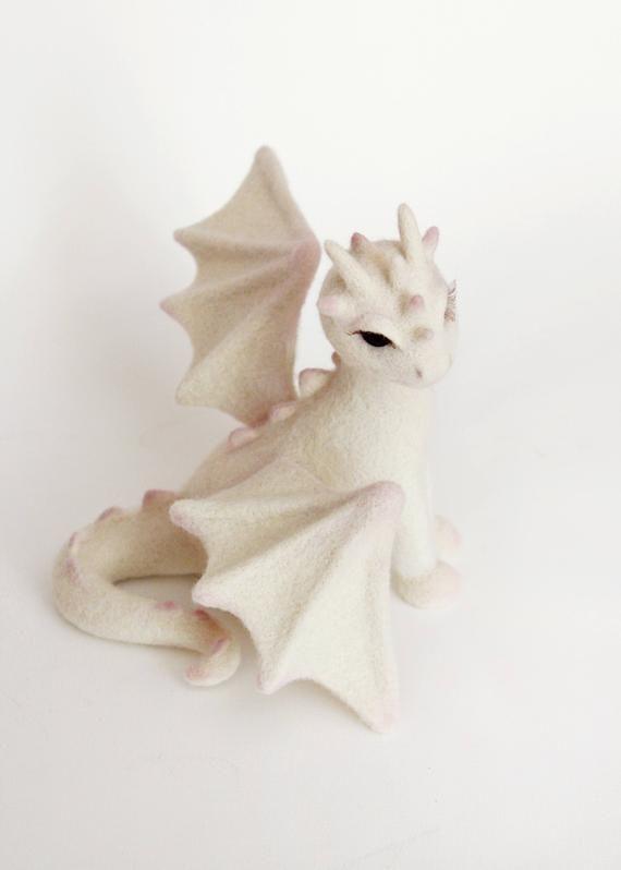 Aguja fieltro dragón, juego de tronos fan regalo, decoración geek, criatura mística, figura animal fantástica, escultura de animales de hadas coleccionables