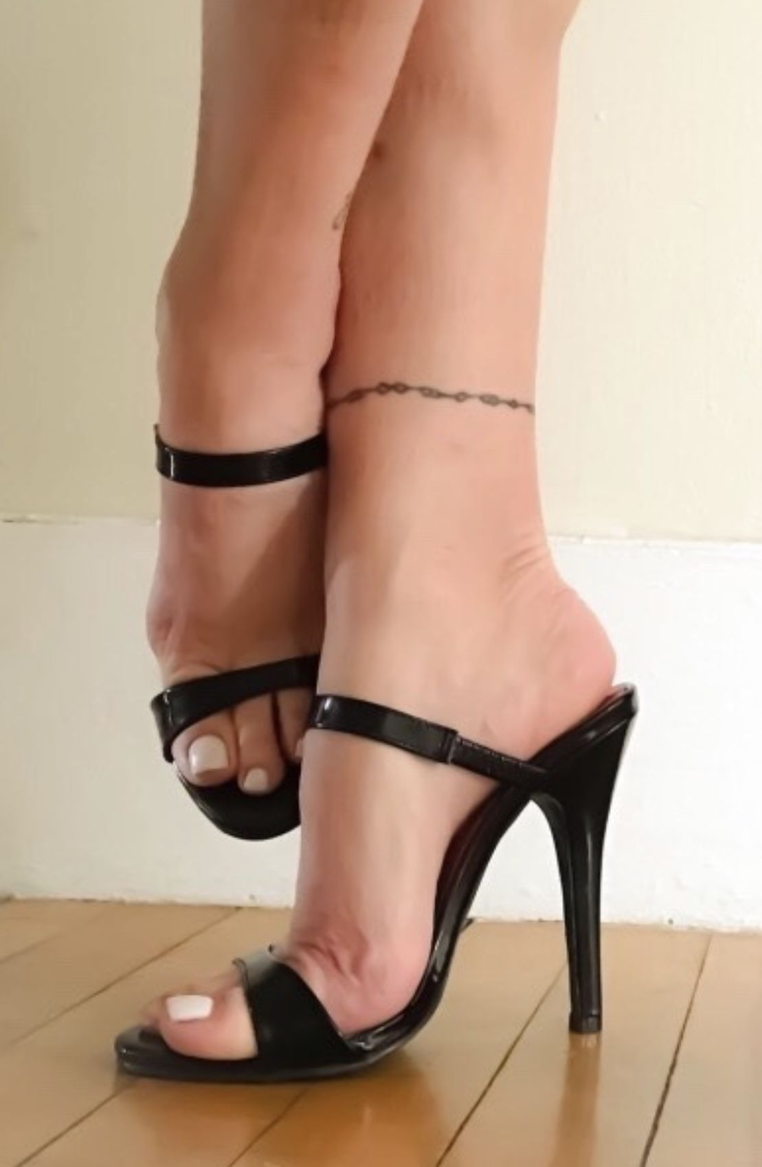 6bc65a2f8 Pin by Luis Mejia on High Heels
