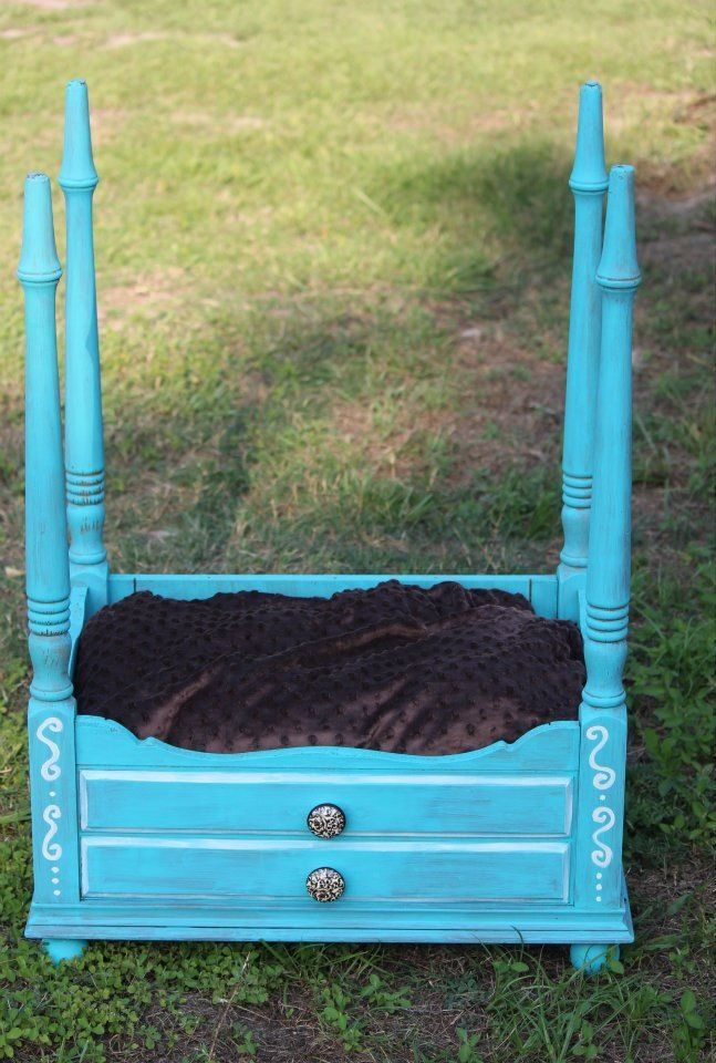 I Never Think To Turn Things Upside Down Old Sewing Table Upcycled Into Dog Bed