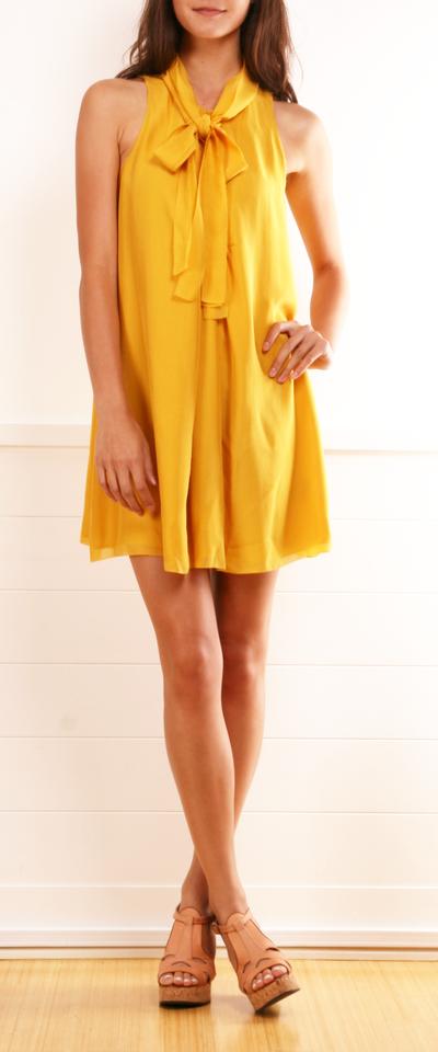 dcecb1ee7289d Game day dress · Şirin ElbiselerTarz ModaModellemeAyakkabılarKadın Modası SarıTrompetTaşlarYaz Zamanları
