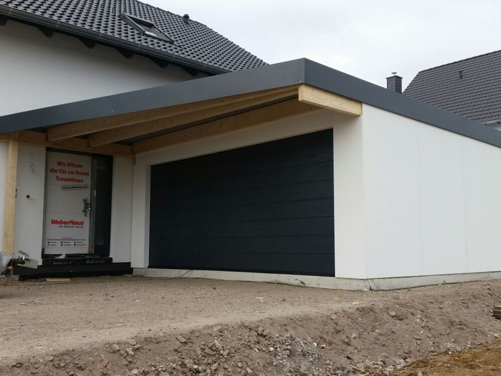 Garage Carport Kombination Fertiggarage Mit Vordach Außen Anlage In 2019 Garage Doors