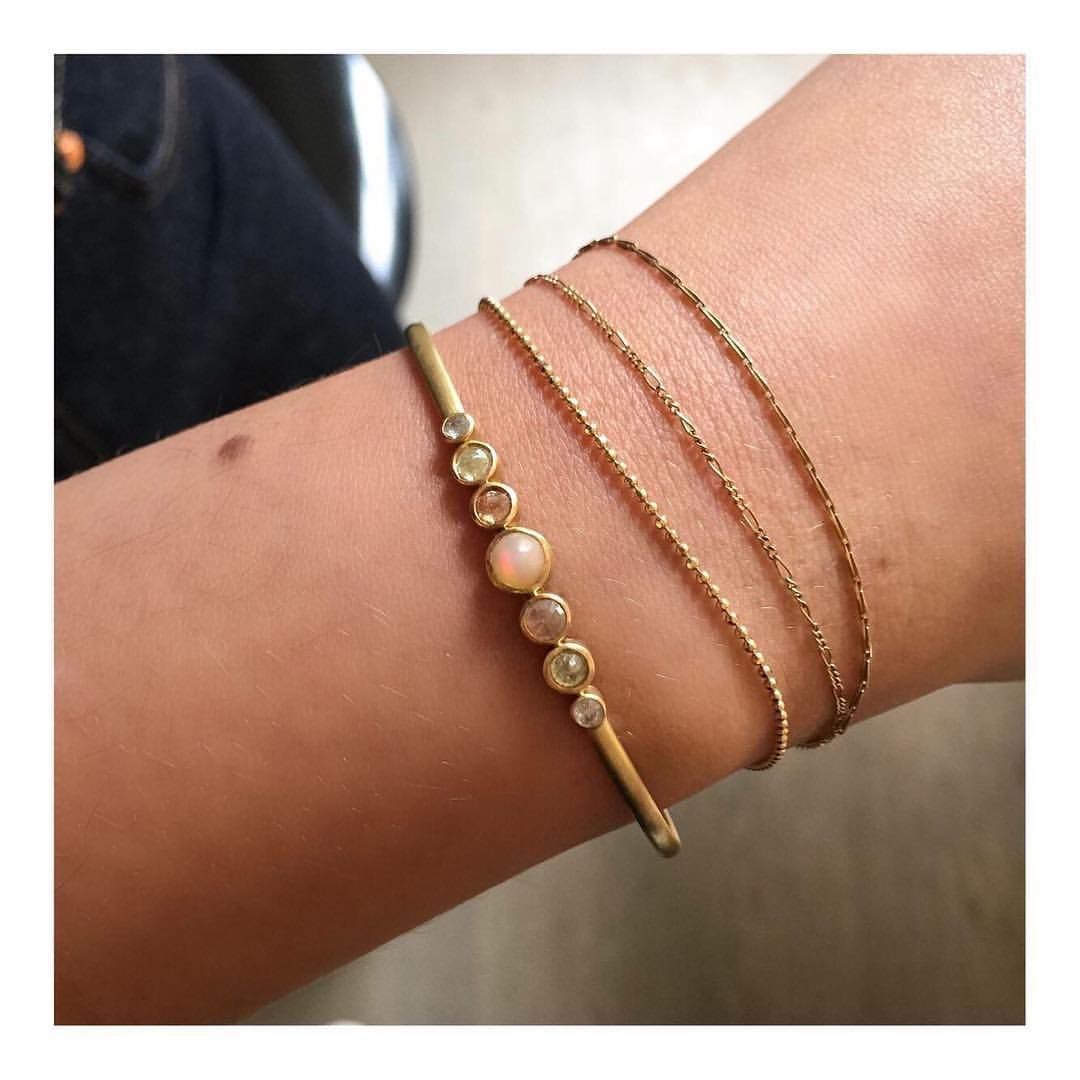 Raw diamonds and our gold bracelets on a Sunday makes everything a litter more fun ✨ #janekoenig #janekønig