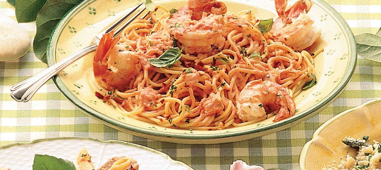 Linguine aux crevettes à la sauce tomate crémeuse recette | Plaisirs laitiers