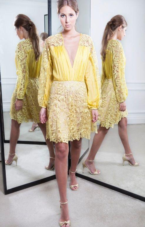 Vestido de renda amarelo para festa de casamento