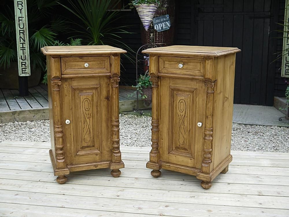 BEAUTIFUL MATCHING PAIR OLD ANTIQUE PINE BEDSIDE CABINETS/LAMP TABLES/ CUPBOARDS - BEAUTIFUL MATCHING PAIR OLD ANTIQUE PINE BEDSIDE CABINETS/LAMP