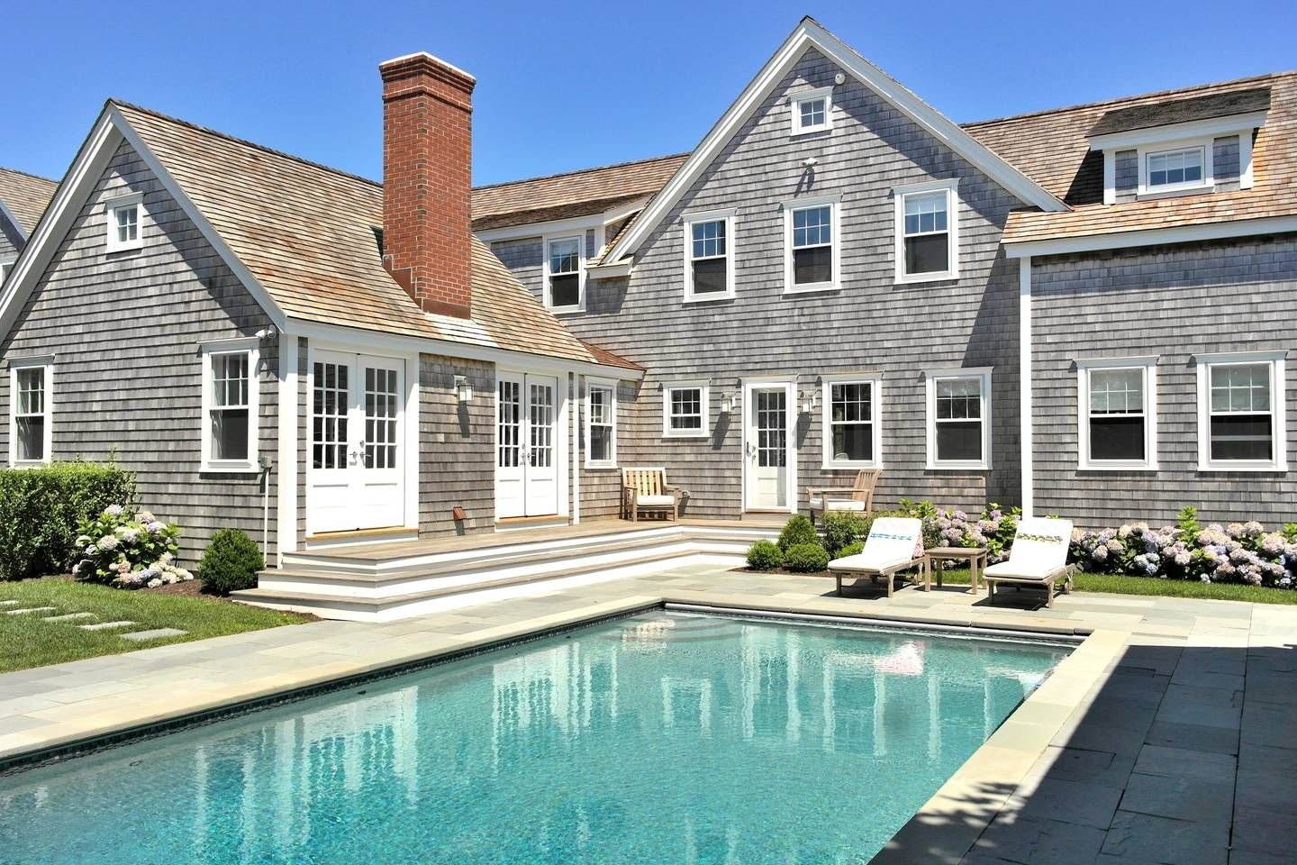 Luxury Cliff Rd Home Pool, Walk to Town & Beach Houses