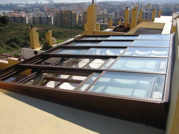 Coberti Vista Exterior De Techo Móvil De Cristal En Terraza