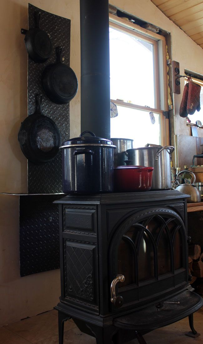 I Love The Style Of This Small Fire And Copper Heat Shield Tinyhousekitchenideas Tiny House Kitchen Tiny House Tiny House Swoon