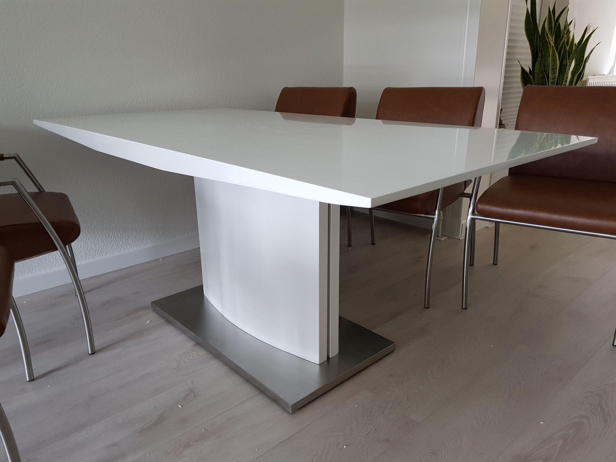 Moderne Witte Eettafel.Moderne Hoogglans Witte Eettafel Gecombineerd Met Een Rvs