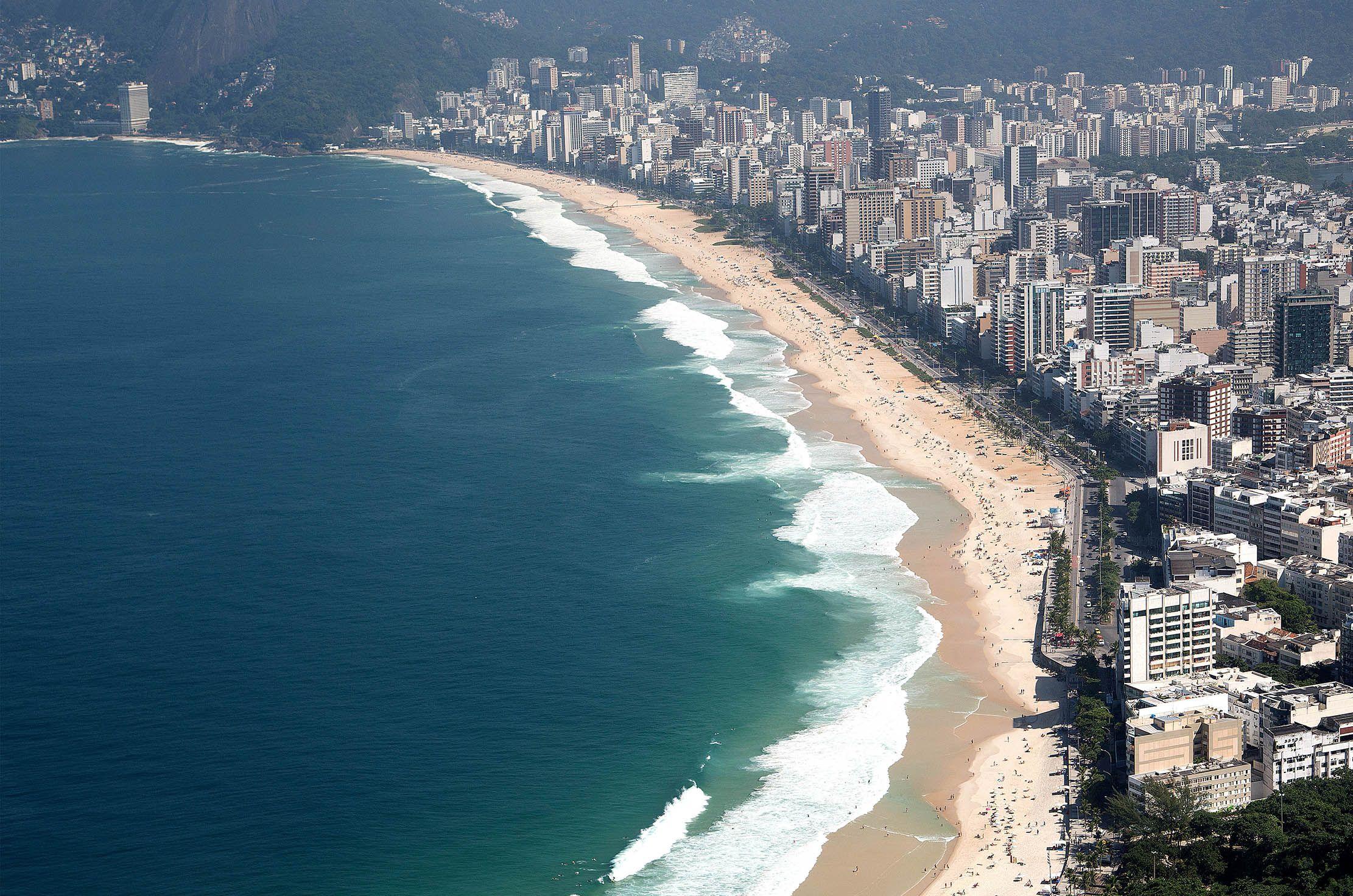 Vista aérea da Praia de Ipanema e do Leblon - Rio de Janeiro - Brasil -  Foto: Fernando Maia | Riotur | Rio Guia Ofi… | Leblon rio, Praia de  ipanema, Rio de janeiro