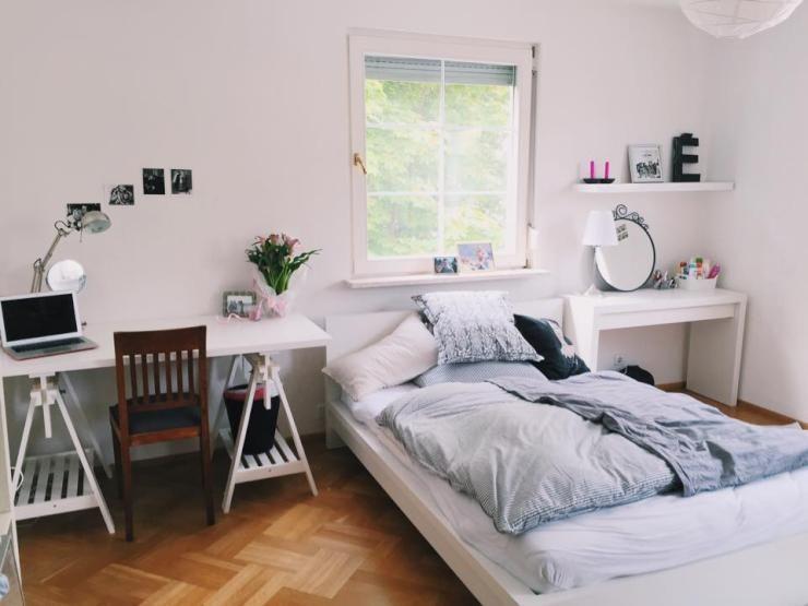 sch nes m bliertes zimmer im zentrum friedrichshafens wohngemeinschaft wg zimmer. Black Bedroom Furniture Sets. Home Design Ideas