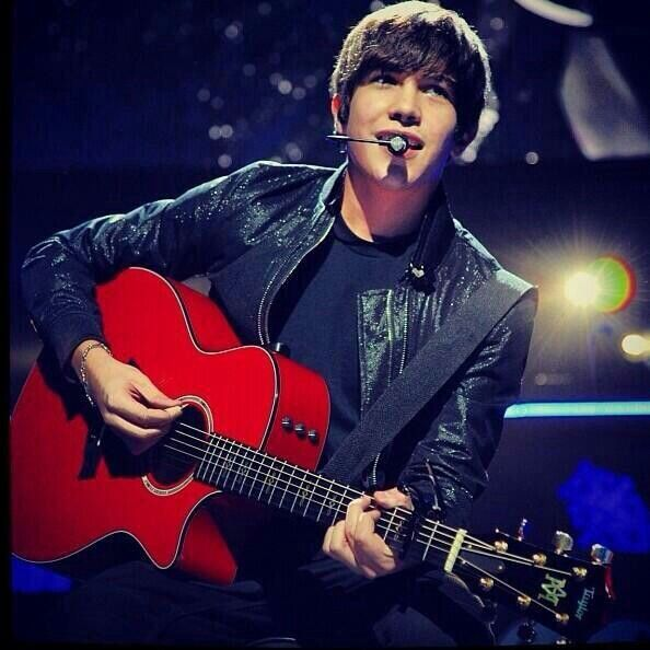The babe<3333  i want that guitar lol