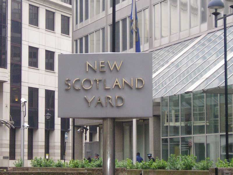 Google Image Result for http://www.freemages.co.uk/album/angleterre/londres_scotland_yard2.jpg