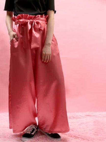 WC(ダブルシー)のWC/フリルウエストサテンパンツ。渋谷109の人気ブランド/ショップの最新レディースファッションや新作、人気、おすすめアイテムをお届け。お得なイベント情報も
