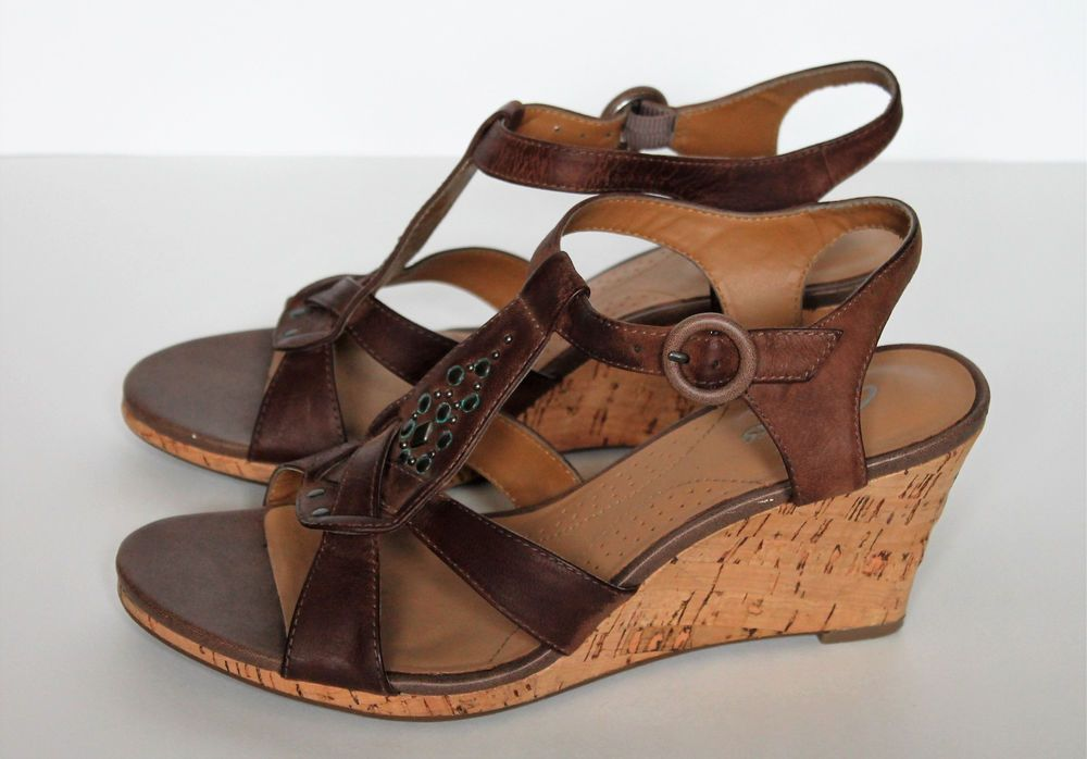3989c6dbd0e Clarks Womens 6 5M Miami Beach T Strap Brown Leather Studded Wedge Sandals