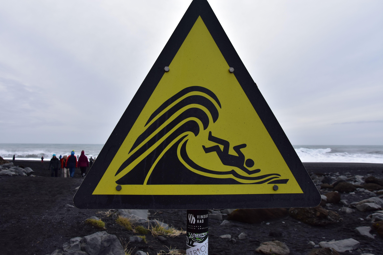 Aviso de los peligros Islandeses en el sur de la isla