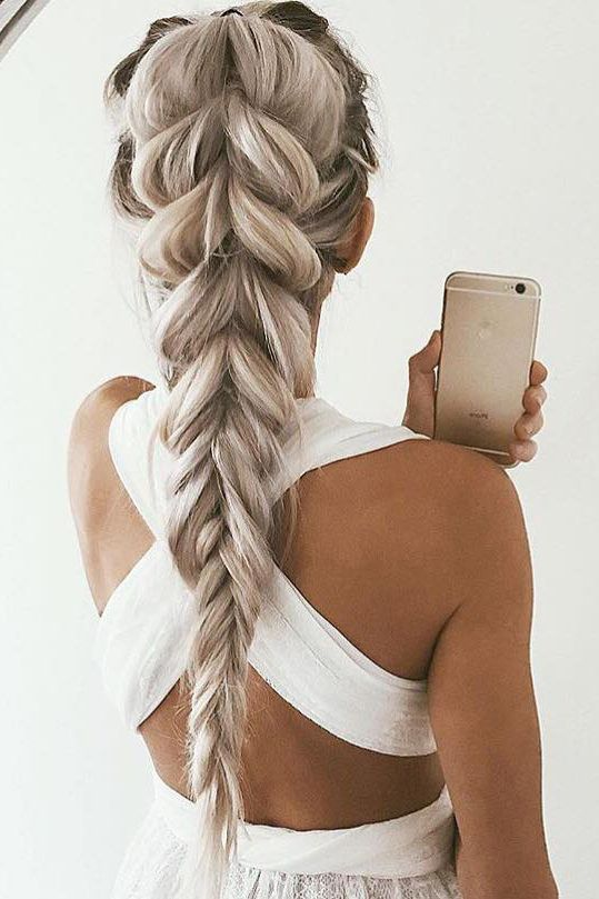 Thick Braids on @emilyrosehannon who is wearing her Ash Blonde #LuxyHairExtensions <3