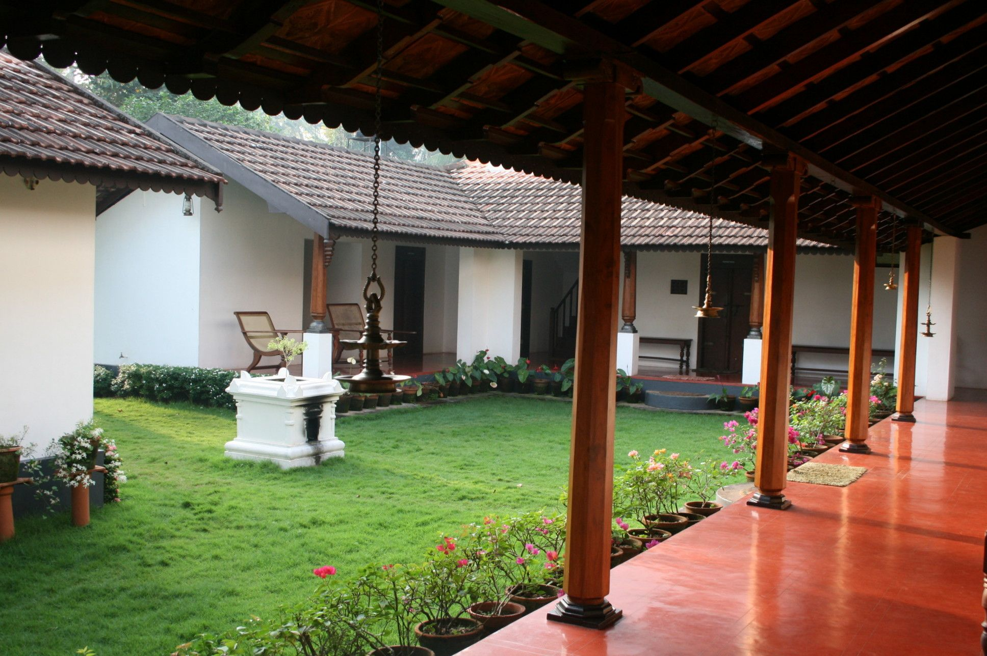 Heritage homestead harivihar traditional house kerala for Kerala house interior arch design
