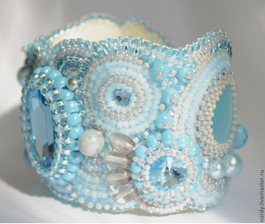 """Купить Браслет """"Вода"""" - голубой, браслет, бирюзовый, вечернее украшение, вышитый браслет, бисер, Сваровски"""