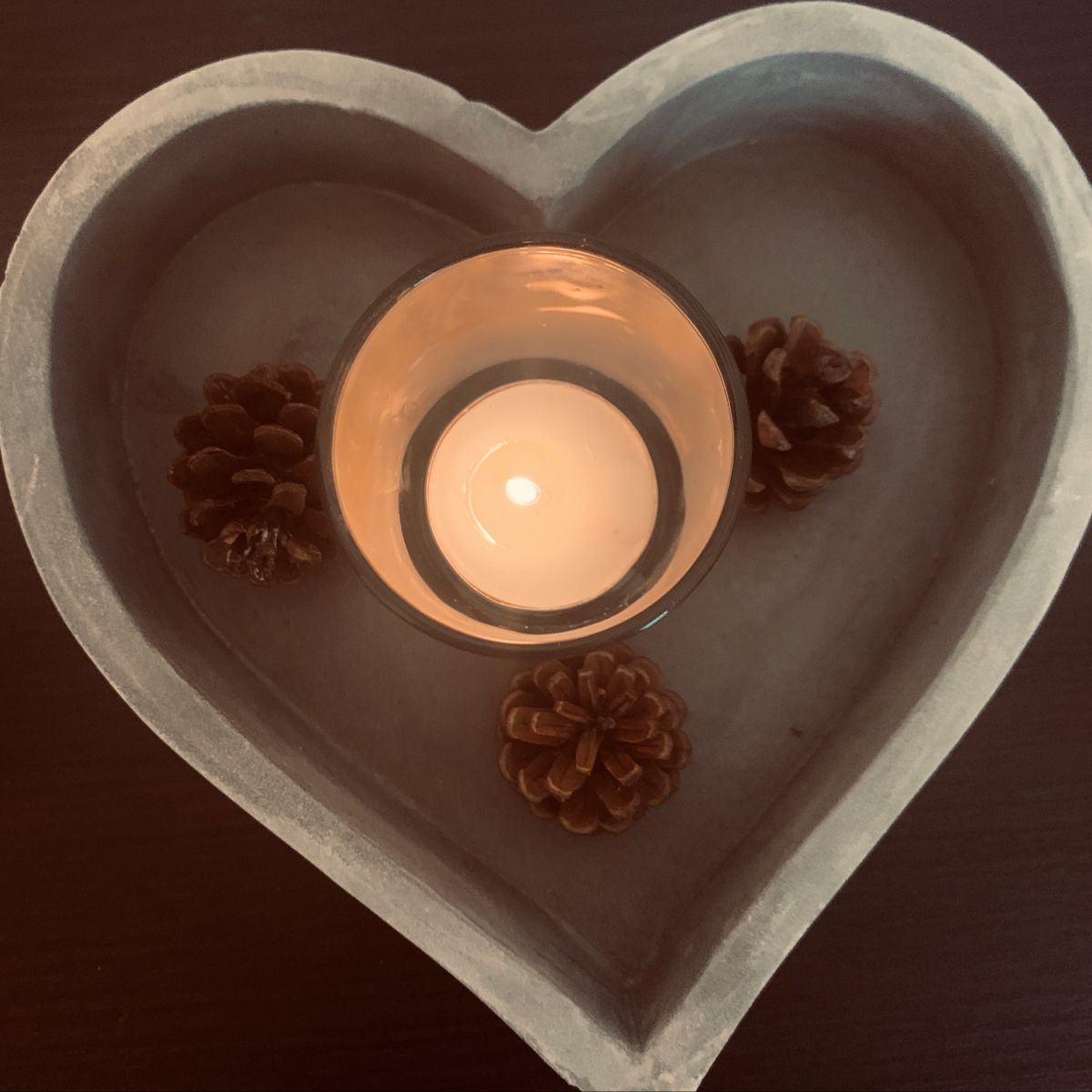 Medium decorative heart shaped cement tray with a rustic finish. Add smaller decorative pieces or use for candles or flowers to decorate your table or shelf!