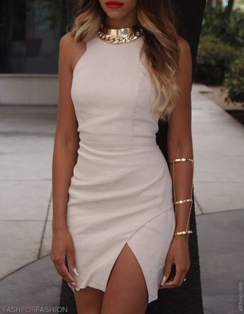 fdc4b411b9 Nude dress with golden jewelry and red lips. I m speechless. This is  perfection!