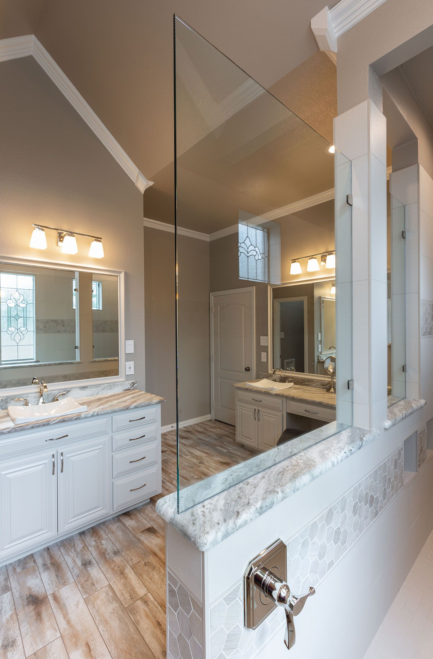 Bathroom And Kitchen Facelifts Have Become Even More Popular In The Hgtv Era They Can Take A Lackluster Space A In 2020 Kitchen Facelift Kitchens Bathrooms Facelift