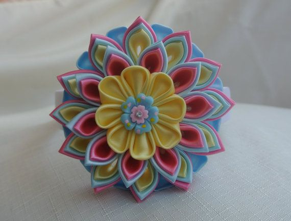 This lovely headband made in the technique of Kanzashi from satin ribbon. Plastic headband lined with white satin ribbon. The diameter of the