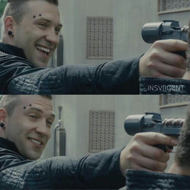 When someone compare Divergent with other book ♥