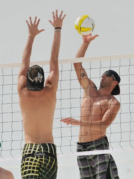 Sun Fun And Spiking Perdido Key Open Beach Volleyball Tourney Enjoys Smooth Sailing In Second Year With Photo Gallery Beach Volleyball Volleyball Photo