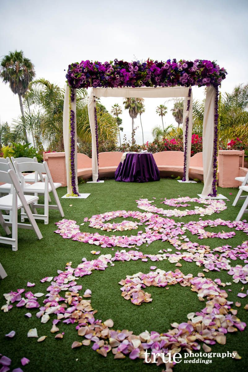 Beautiful Outdoor Chuppah Maybe A Few Too Many Flowers On Top For My Taste But