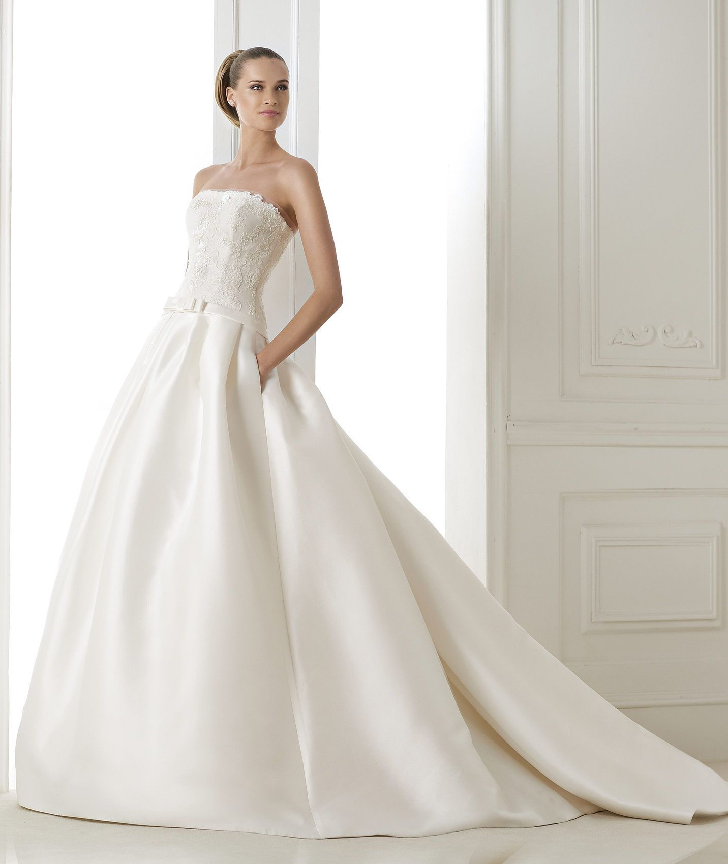 BARONDA - Princess wedding dress. Collection 2015 COSTURA | Pronovias