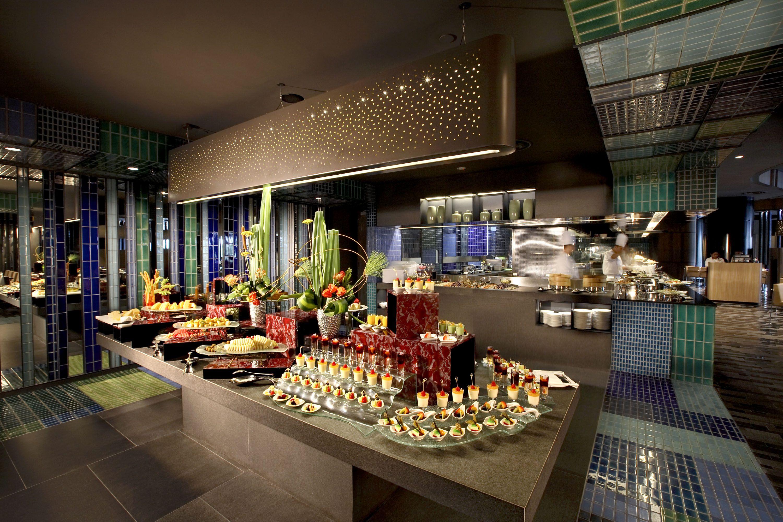 Hotel buffet table google search buffet hotel buffet for Proposito del comedor buffet