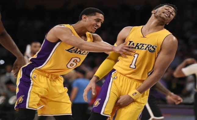 Late Nba Picks Hawks Lakers Game Will Go Under 206 Tonight Lakers Free Sports Picks Sports Today