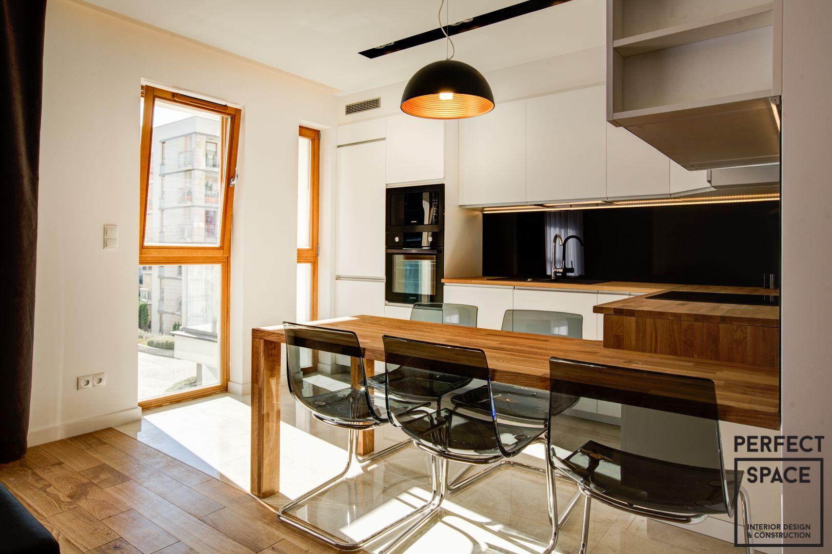 Idealnie Uniwersalne Mieszkanie Pod Wynajem Drewniane Akcenty Grzejniki Dekoracyjne I Duza Kuchnia Powoduja Ze Bedzie To Idealne Mieszk Home Decor Home Decor