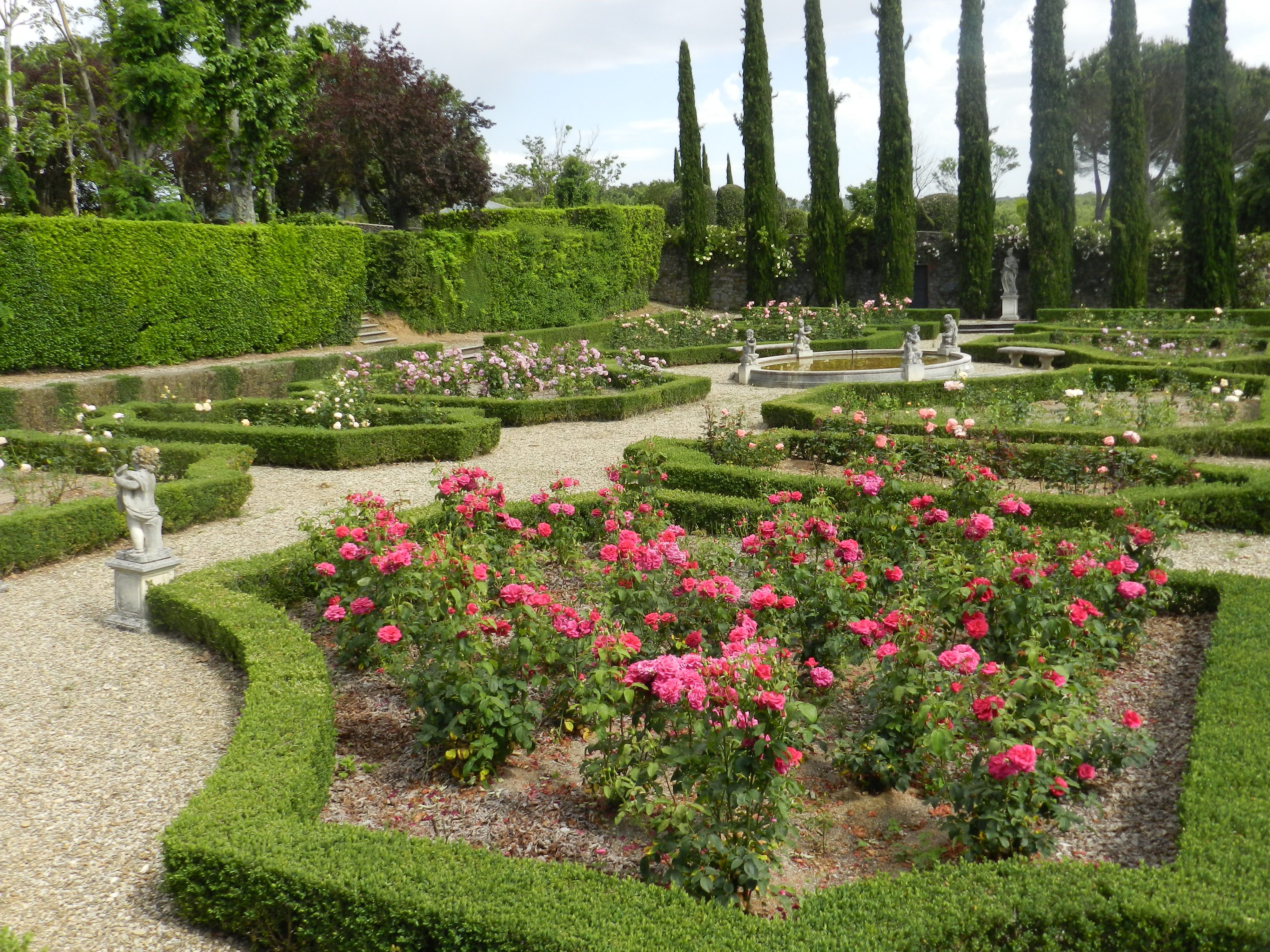 Roses in La Selva Villa Mansion's formal Italian garden