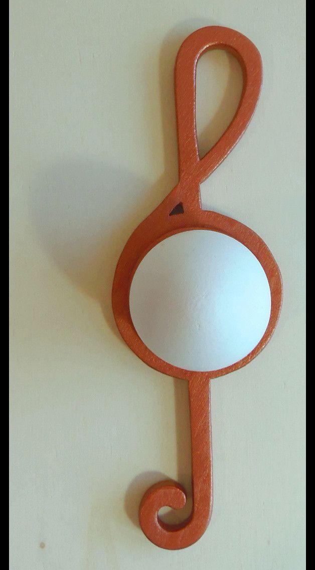 **Eierbecher Notenschlüssel kupferfarben**  Aktuell als besonderes Ostergeschenk oder zum Geburtstag, für Musiker zum Diplom oder für solche, die es werden wollen. Mit diesem Eierbecher in Form...