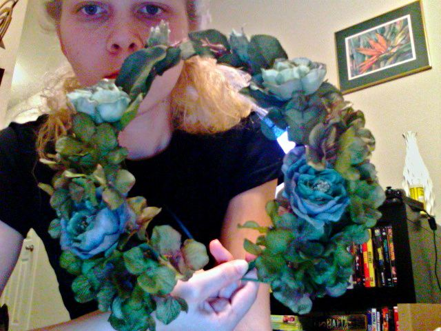 """OBT member """"iLiveinmyLab"""" posted this great step-by-step on one of her wedding planning updates. This is for those brides who want to know how to make one of the kick ass floral head wrea…"""