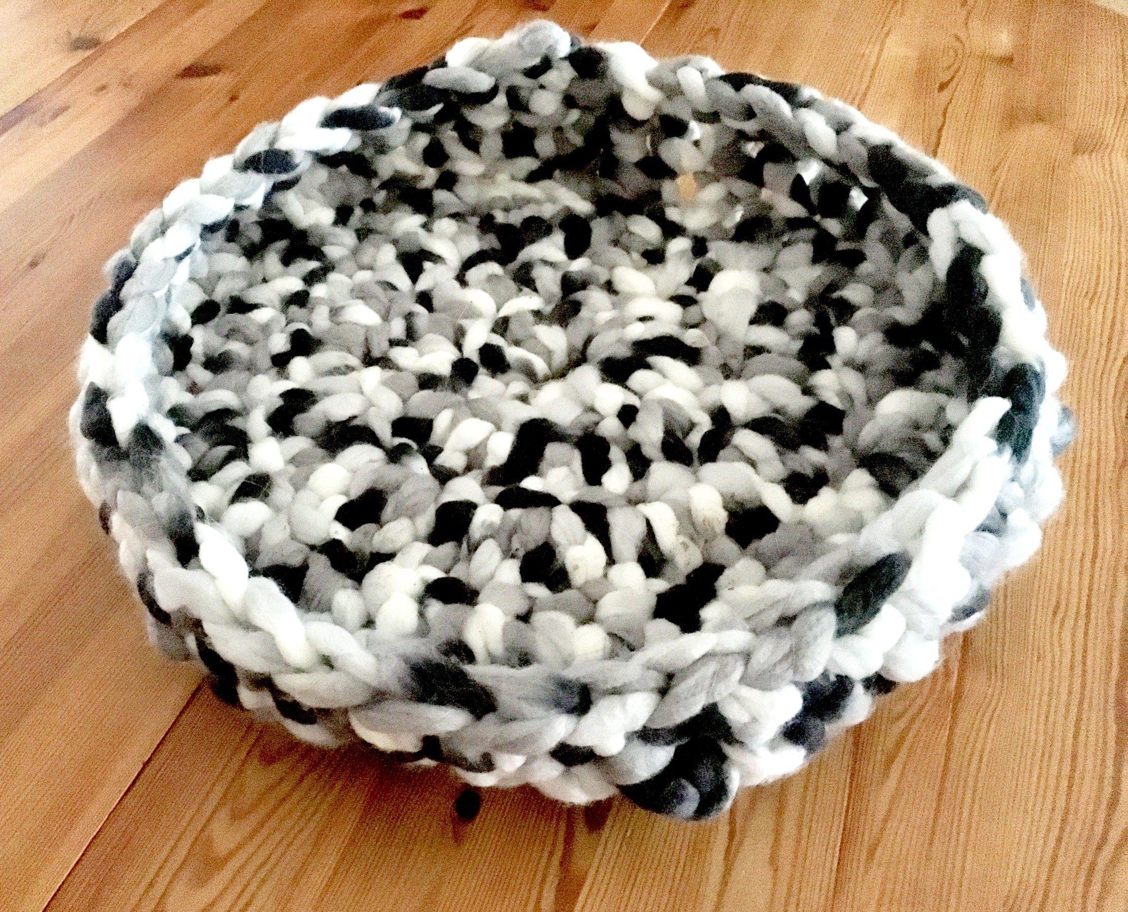 Crochet cat bed chunky giant yarn crochet hook tutorial