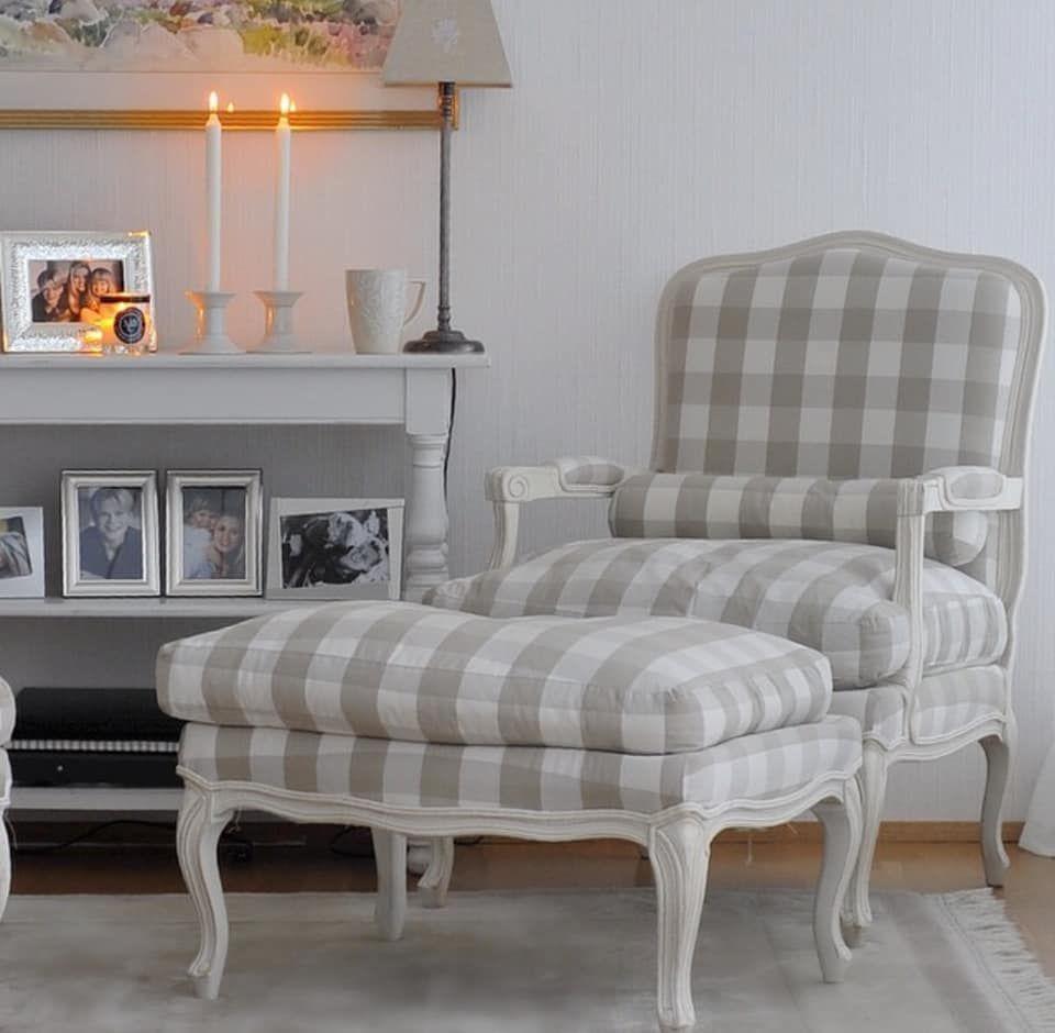 Una luminosa casa svedese   Casa svedese, Case, Sedie
