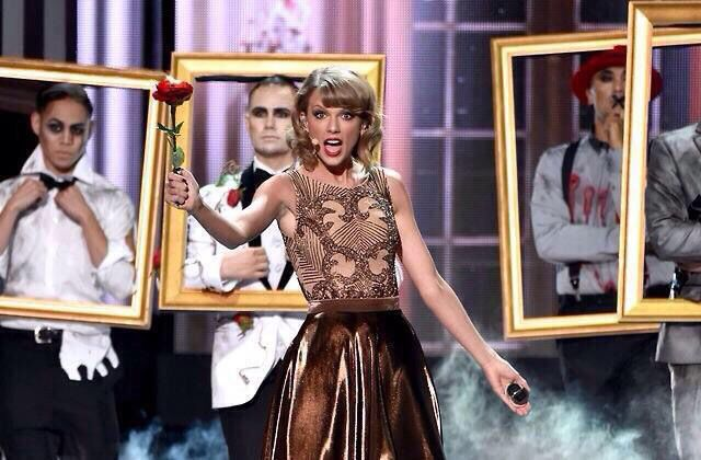 Taylor's Blank Space performance at the AMAs